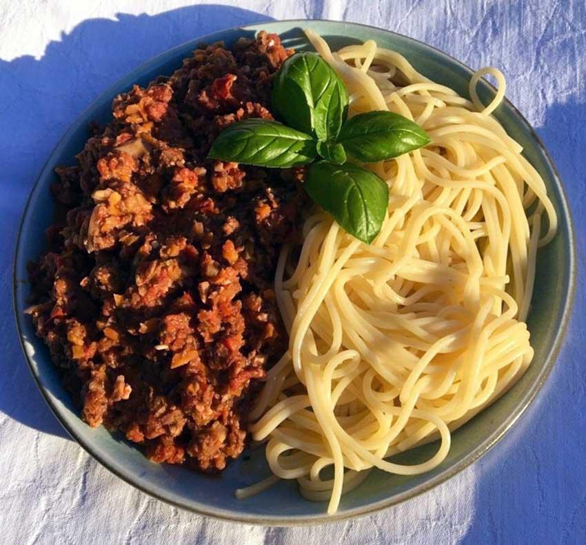 Opskrift: Pasta med vegetarisk kødsovs