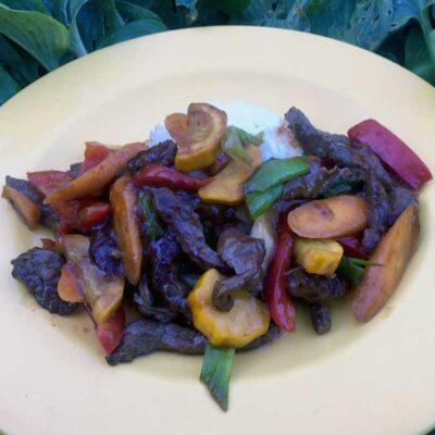 Opskrift: Lynstegt oksekød med hjemmelavet teriyaki-sovs