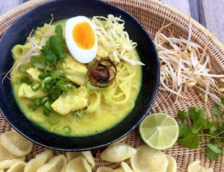 Opskrift: Indonesisk kyllingesuppe – soto ayam