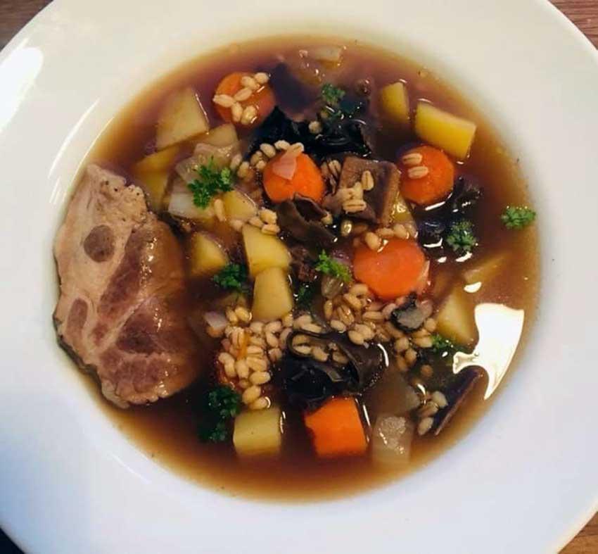 Opskrift: Krupnik – polsk suppe med perlebyg
