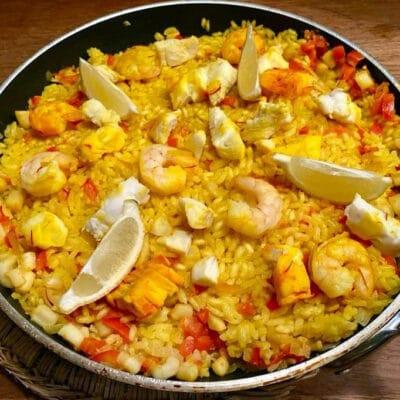 Arroz-a-banda-paella-med-fisk