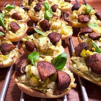 Opskrift: Ovnbagte kartofler vegetar med porrer, champignon og basilikum