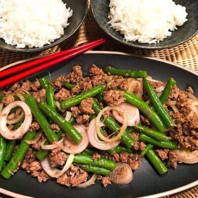 Okazu-med-hakket-oksekoed-og-groenne-boenner