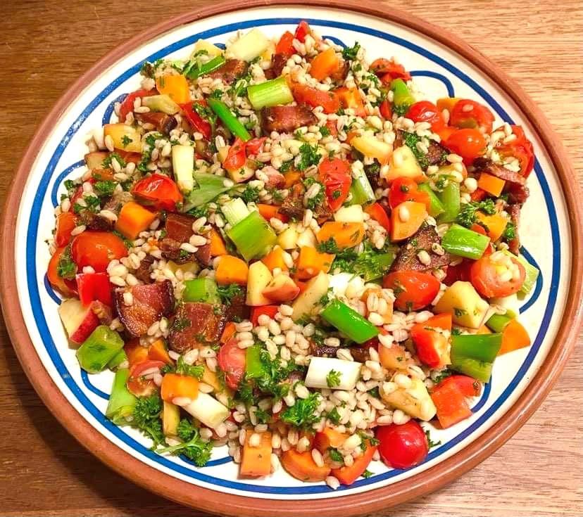 Opskrift: Salat med perlebyg og bacon