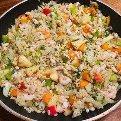 salat-med-perlebyg-og-rejer