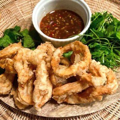 Vietnamesiske-blæksprutter-med-tamarindsauce