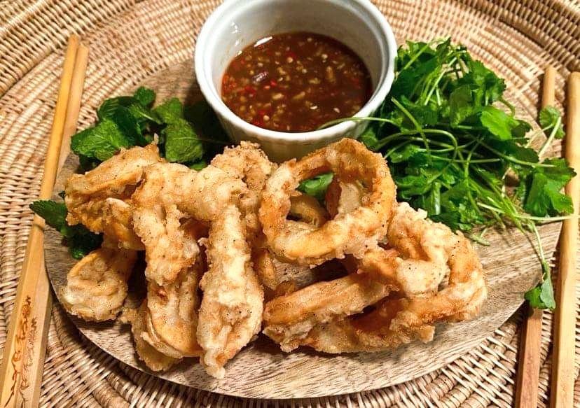 Opskrift: Vietnamesiske blæksprutteringe med tamarindsauce