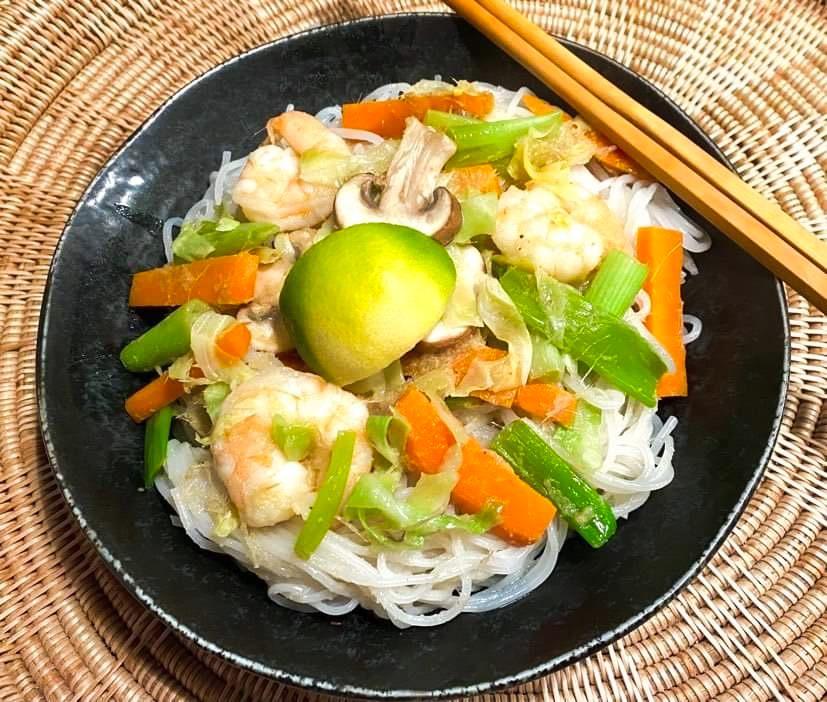Opskrift: Thai grøn karry med rejer og nudler