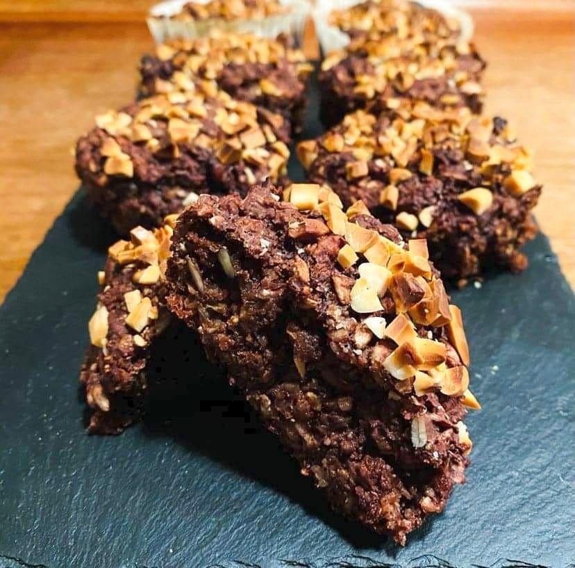 Opskrift: Chokorug – lækre rugbrødsboller med chokolade og chiafrø