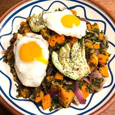 Groen-morgenmad-med-groenkaal-og-soede-kartofler