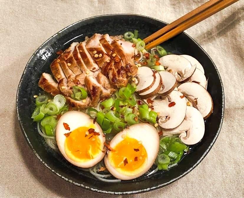 Opskrift: Ægte japansk ramen suppe med kylling og æg