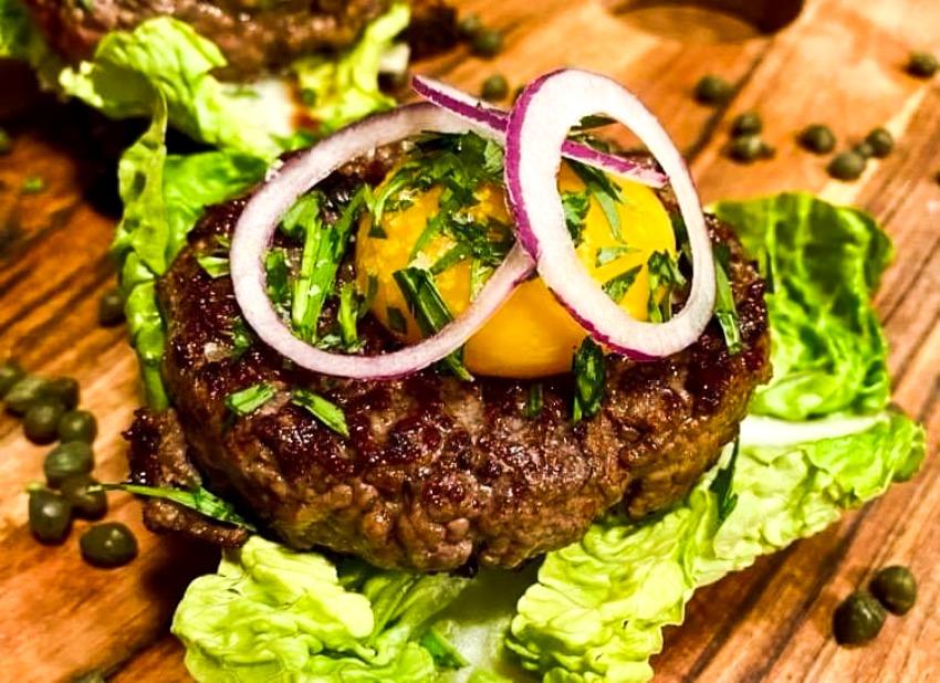 Opskrift: Pariserbøf af kalvekød med dekonstrueret bearnaise