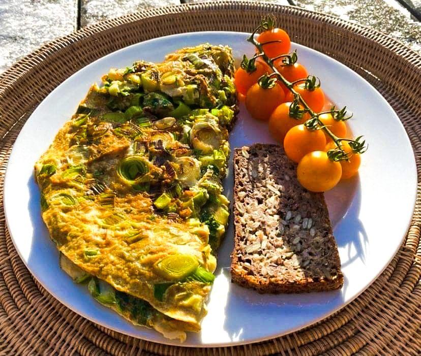 Opskrift: Slankeomelet med æggehvider, karry og grønt