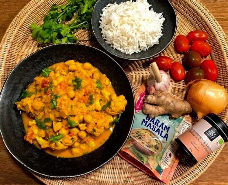 Opskrift: Vegetar tikka masala med blomkål og kikærter