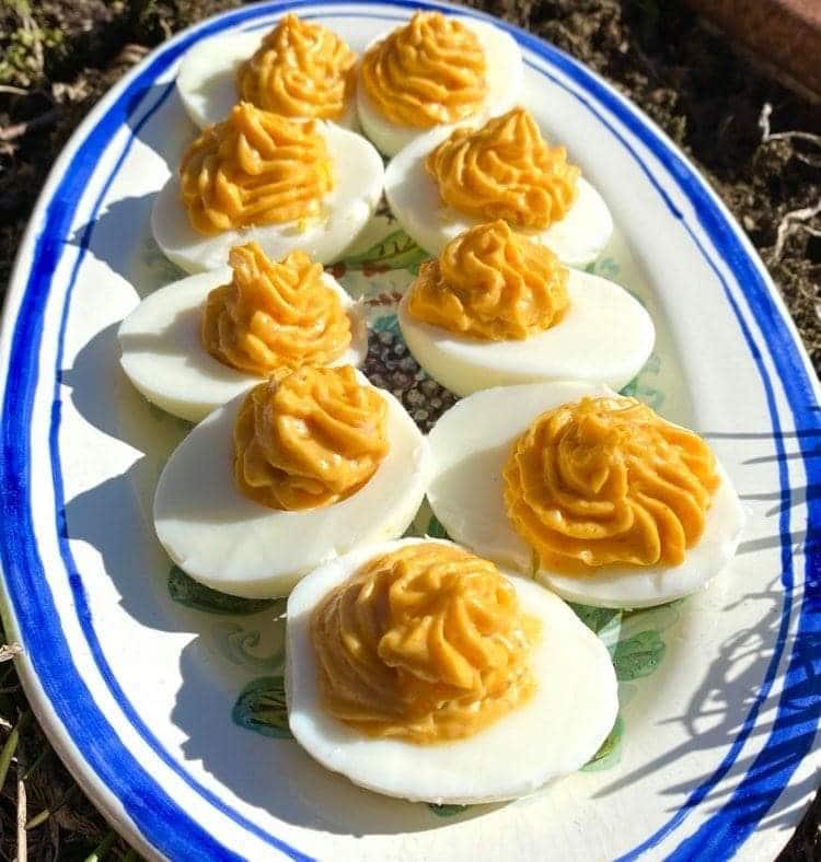 Opskrift: Fyldte æg – Djævleæg – Deviled eggs