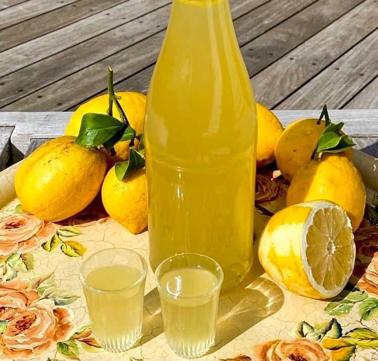 Opskrift: Let opskrift på limoncello – italiensk citronlikør