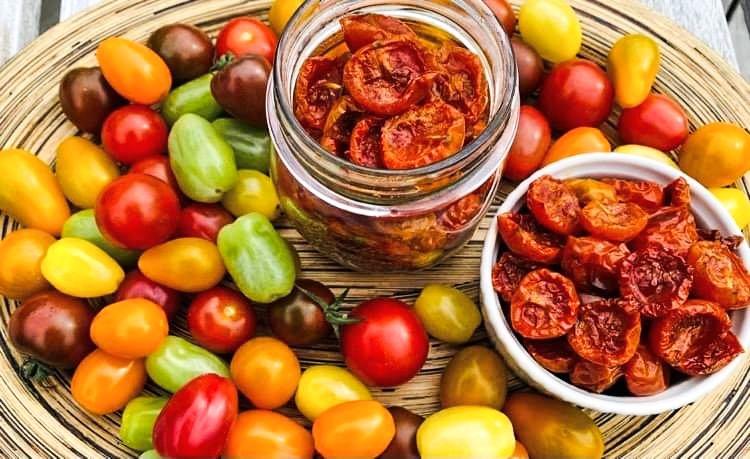 Opskrift: Den nemmeste opskrift på langtidsbagte semidried tomater