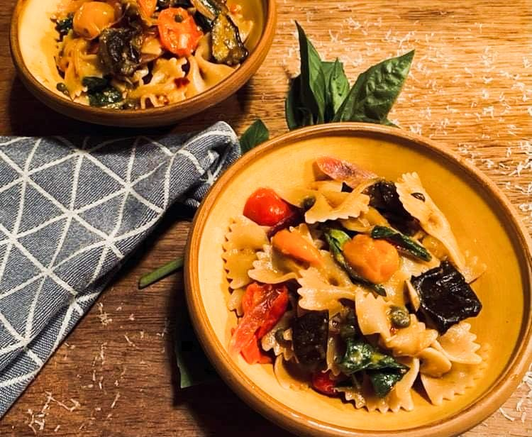 Opskrift: Pasta alla Norma – med auberginer, tomater og kapers