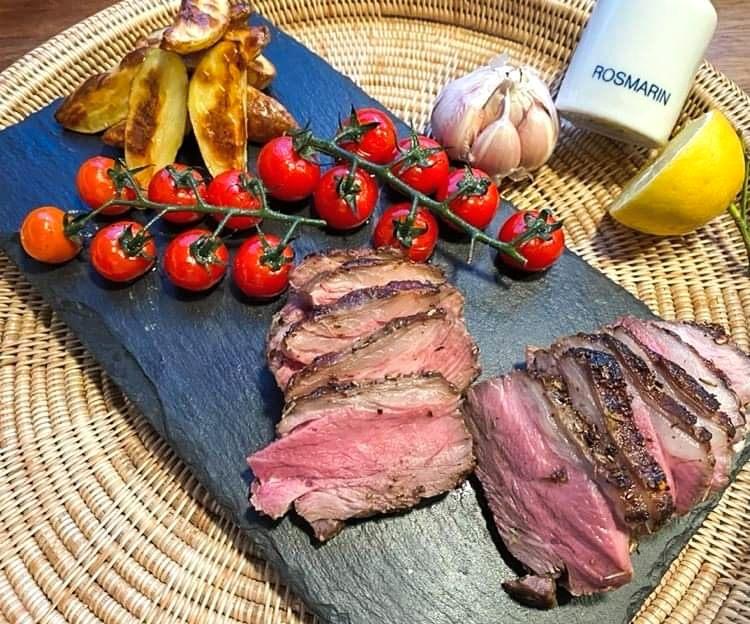 Opskrift: Stegt lammeculotte med rosmarin og hvidløg