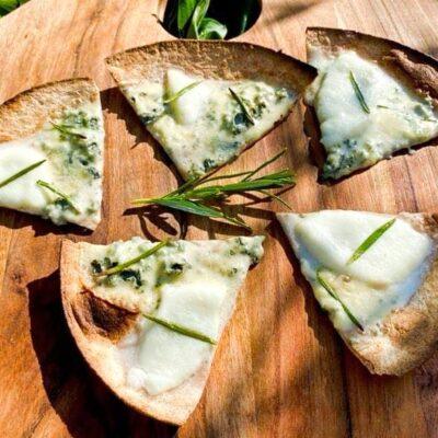 Berlingskes-tortilla-slices-med-2-slags-ost-og-rosmarin