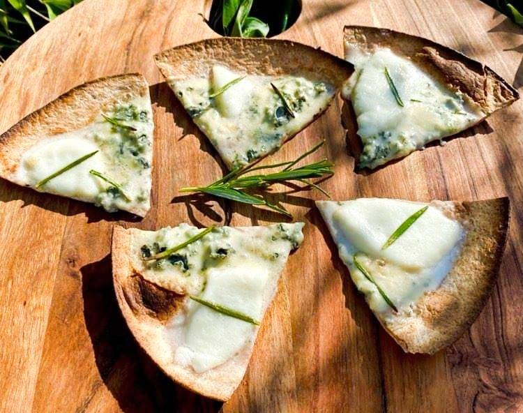 Opskrift: Berlingskes tortilla-slices med 2 slags ost og rosmarin