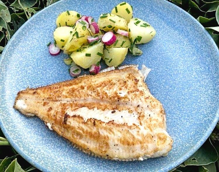 Opskrift: Sommerligt tilbehør til stegt fisk