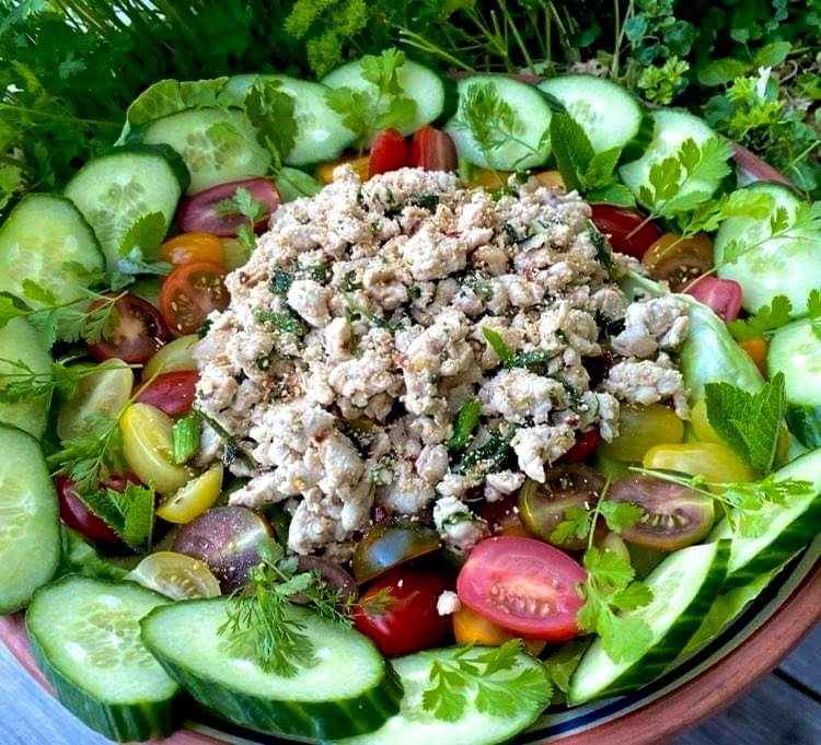 Opskrift: Spicy thai salat med kylling – larb gai