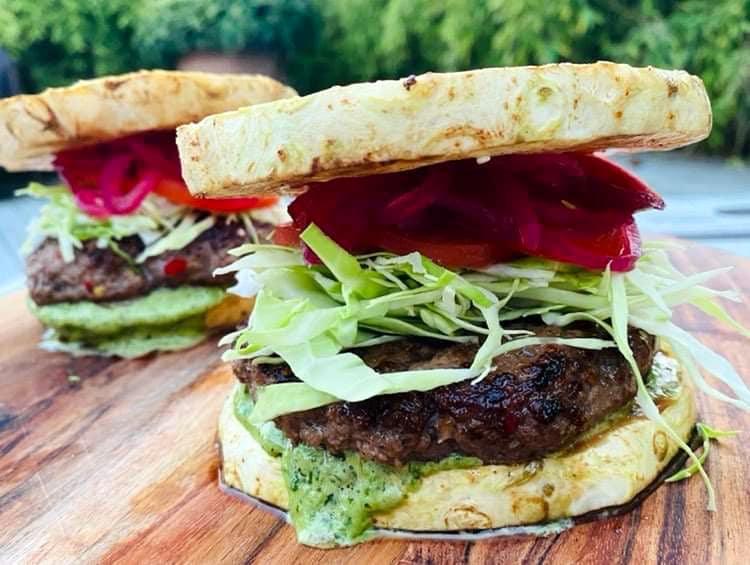 """Opskrift: Okse burger med glutenfri selleri-""""bolle"""""""
